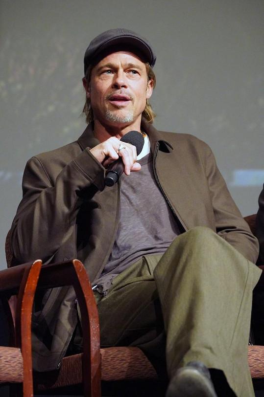 Brad Pitt po delší době promluvil o závislosti na alkoholu.