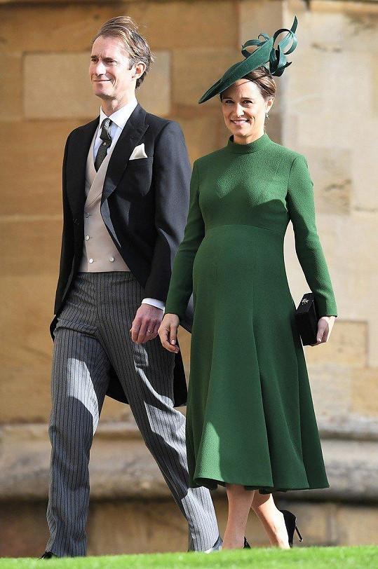 Pippa a James tři dny před narozením miminka zavítali na svatbu princezny Eugenie.