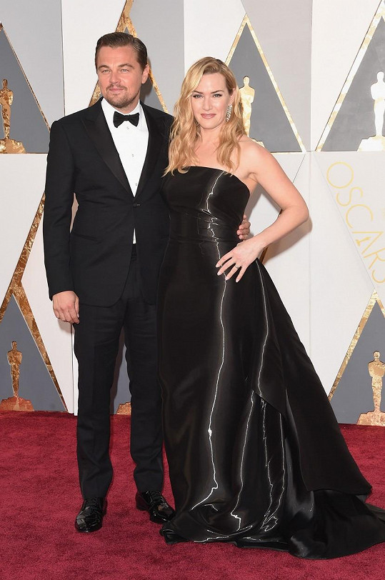 Na červeném koberci Leo pózoval s Kate Winslet.