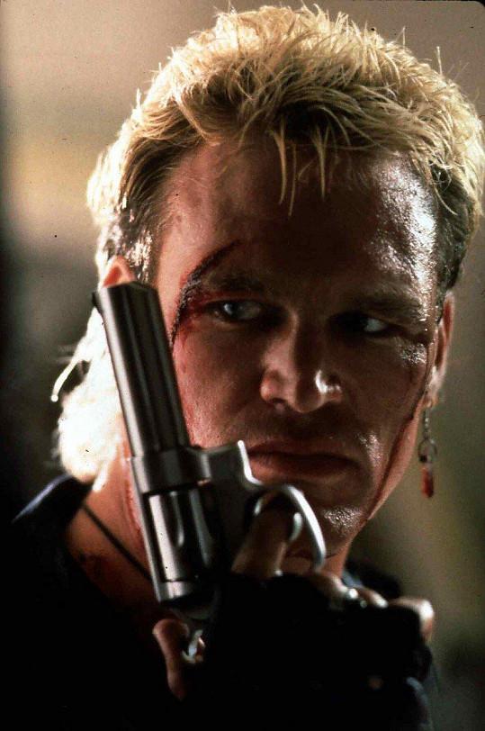 Brian Bosworth ve filmu Studený jako kámen (1991)
