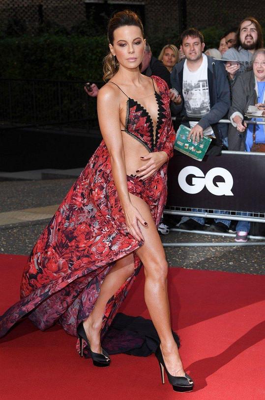 Kate Beckinsale uchvátila v nádherných šatech.