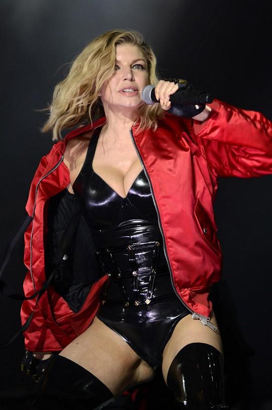 Fergie se obléká jako prodejná žena.