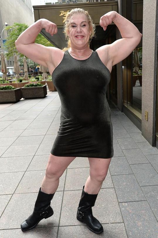 Bývalá wrestlerka v sobě nezapře kulturistickou průpravu.