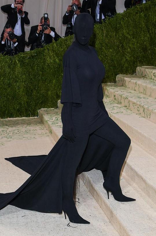 Kim Kardashian byla díky modelu Balenciaga rozhodně středem pozornosti.