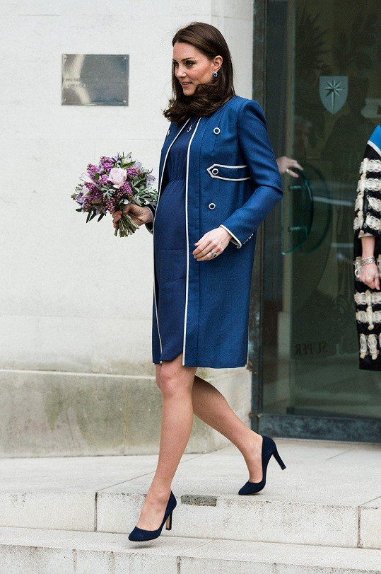 Vévodkyně je potřetí těhotná.