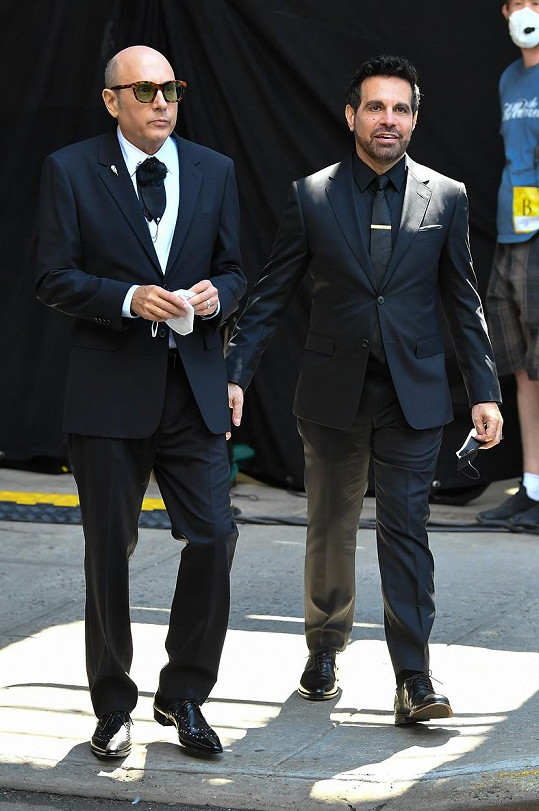 Roli Stanforda si zopakuje i v pokračování And Just Like That, na snímku se seriálovým manželem Anthonym, kterého hraje Mario Cantone