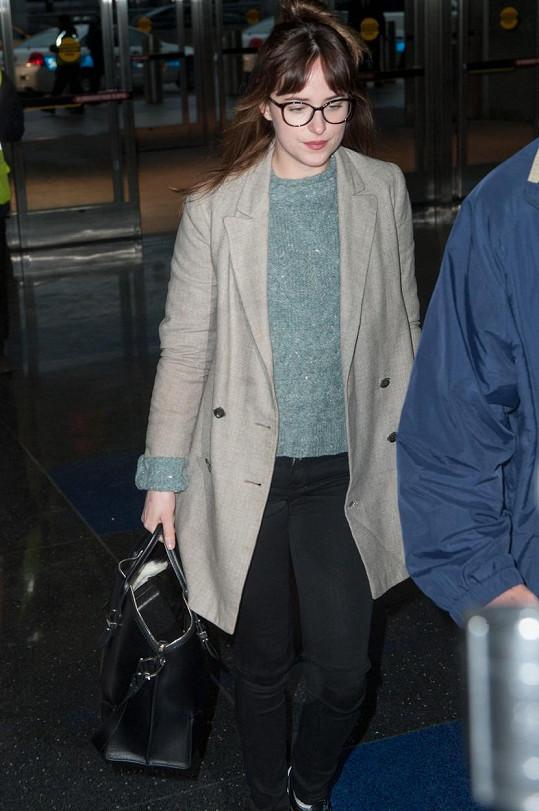 Dakota Johnson je v civilu stejně nudná jako na filmovém plátně.