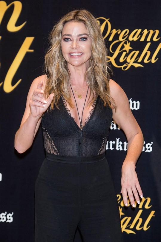 Sexy Denise Richards slaví 50!