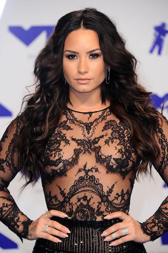 Demi Lovato známe hlavně jako brunetu.