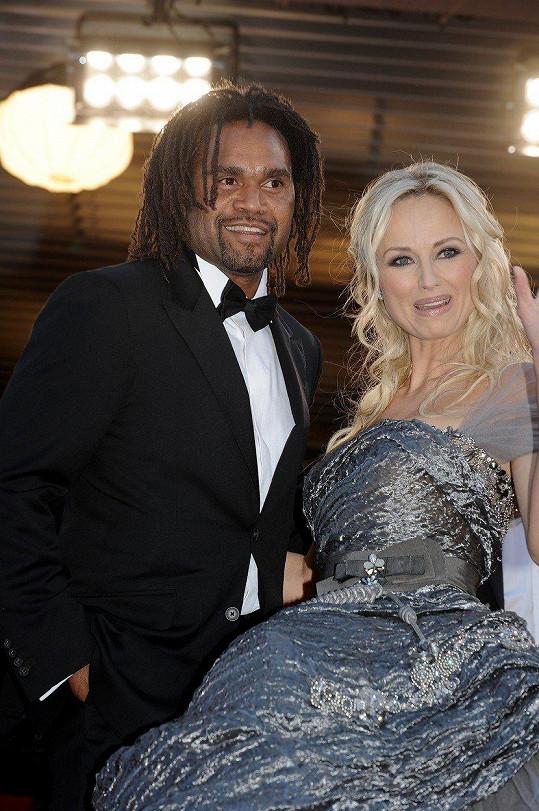 Roku 1998 si vzala francouzského fotbalového reprezentanta Christiana Karembeua. Po čtrnácti letech se manželství rozpadlo.