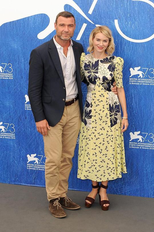 Herecký pár zazářil počátkem září v Benátkách.