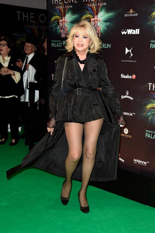 Amanda Lear má dokonalé nohy.