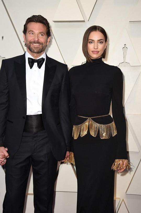 Úplně nejvíc se líbil detail obličeje z příprav na předávání Oscarů, kam dorazila ještě po boku (ex)partnera Bradleyho Coopera.