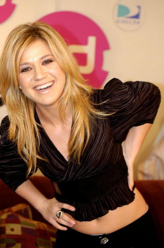 Takhle vypadala Kelly Clarkson v roce 2006.