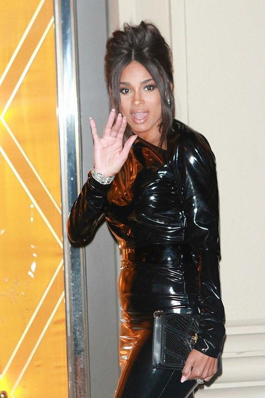 Slavná R'n'B zpěvačka Ciara chystá návrat na scénu.
