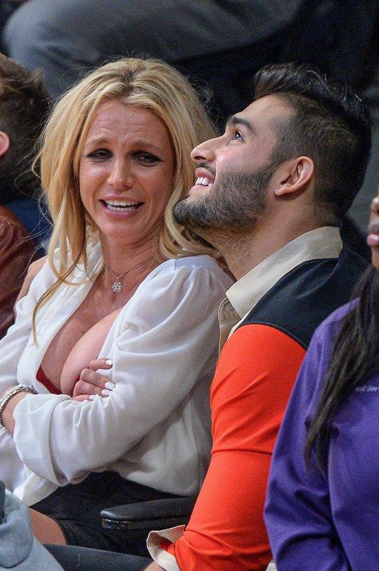 Britney Spears se na zápas vystrojila.