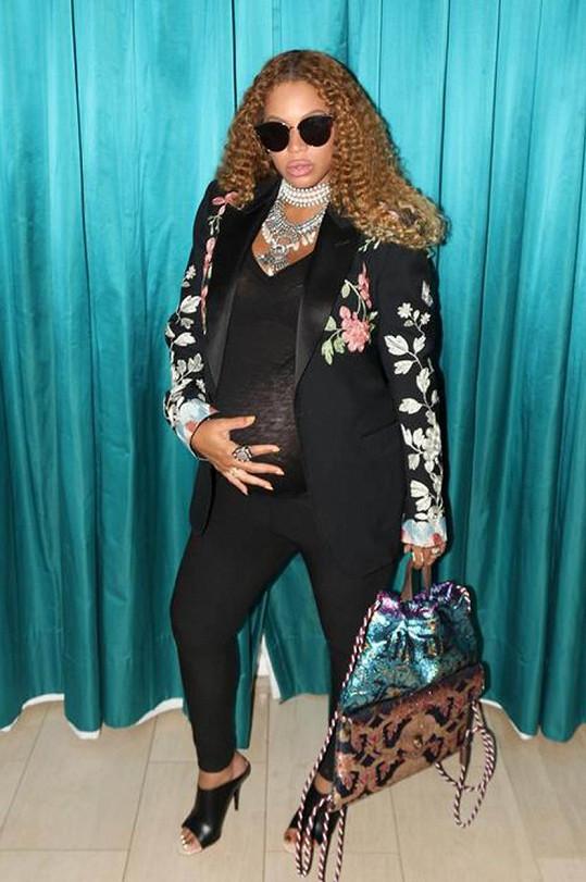 Beyoncé se sebe sama prostě nemůže nabažit.