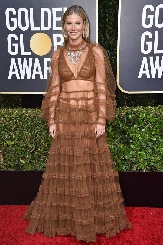 Gwyneth je čím dál odvážnější, a to i v oblékání. V tomto průhledném modelu dorazila na předávání Zlatých glóbů.