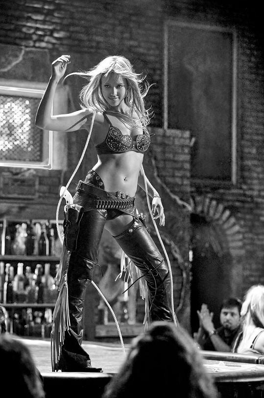 Jessica Alba opravdu zabodovala v roli striptérky v Sin City. A ani nikomu nevadilo, že byla černobílá.