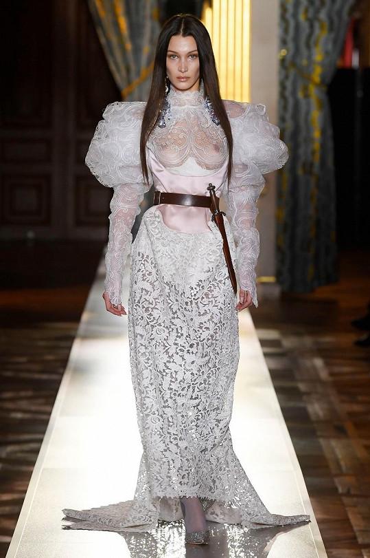 Jednoznačně nejvíc zaujala ve svatebkách od Vivienne Westwood.