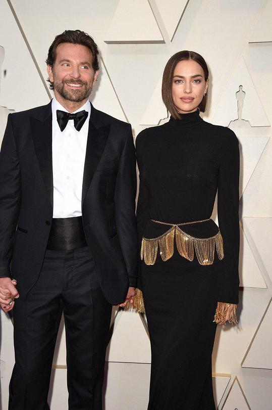 Bradleyho Coopera do divadla Dolby doprovodila partnerka Irina Shayk