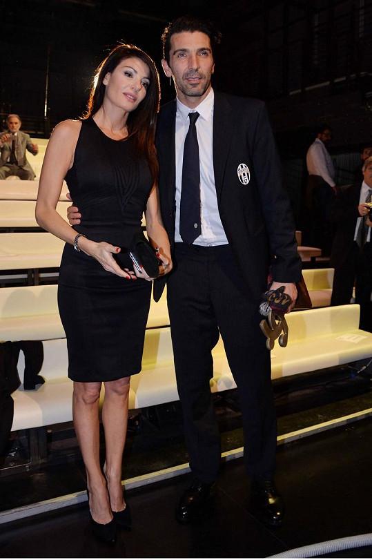 Ilaria D'Amico a Gigi Buffon jsou pořád jako dvě zamilované hrdličky.