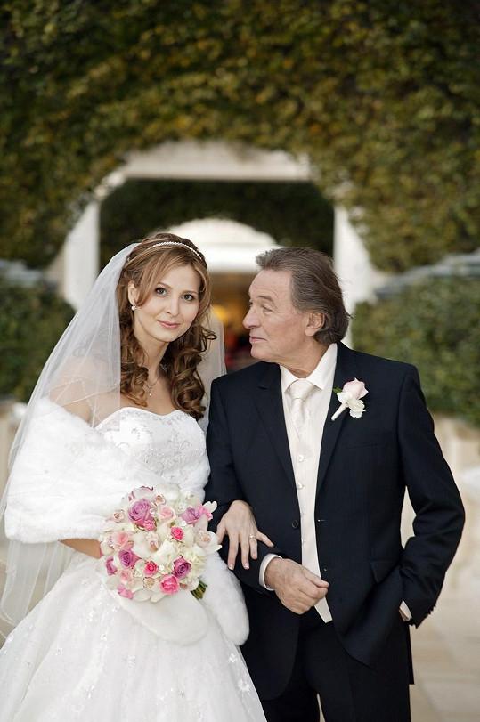 Karel Gott a Ivana Gottová na svatební fotce