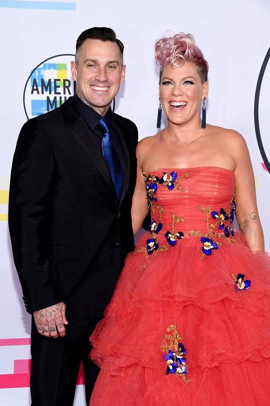 Pink a Carey Hart dnes tvoří krásný pár.