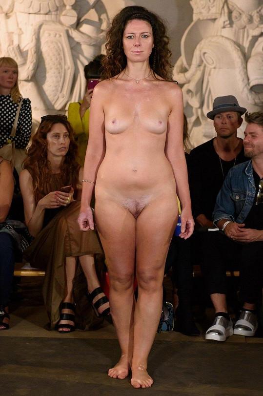 Tohle je show s podzimní kolekcí šatů návrháře Nicholase Nybra. Byla součástí kodaňského týdne módy.