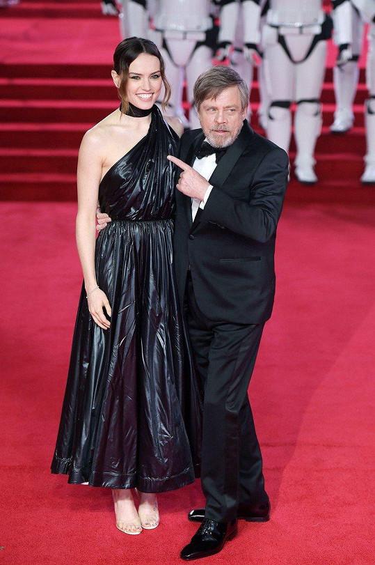 Daisy Ridley a Mark Hamill na londýnské premiéře filmu Star Wars: Poslední z Jediů