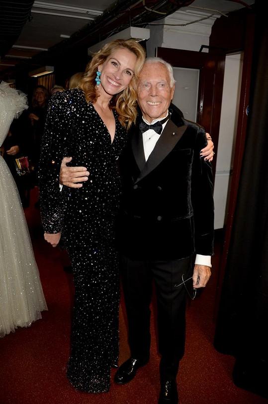 Do Londýna přiletěla podpořit Giorgia Armaniho, který přebíral cenu za celoživotní přínos módě. Julia jeho modely nosí už od roku 1990.