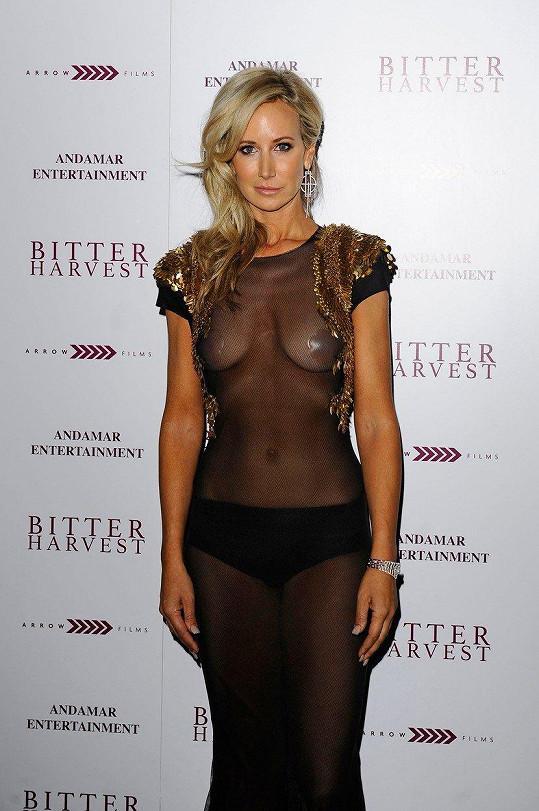 Další z odvážných modelů zvolila třeba pro Bitter Harvest Gala Screening 20. února 2017 v Londýně.