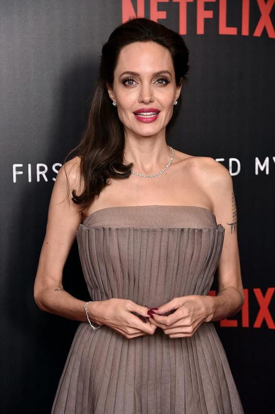 """""""Zlobivá holka v tom nejlepším smyslu,"""" řekl o Angelině Jolie Brad Pitt."""