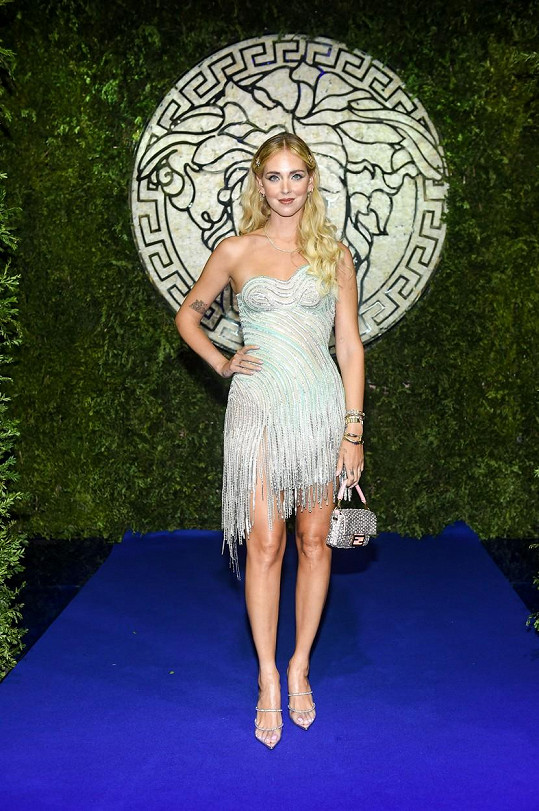 Italská influencerka a návrhářka Chiara Ferragni nemohla na milánském týdnu módy chybět.