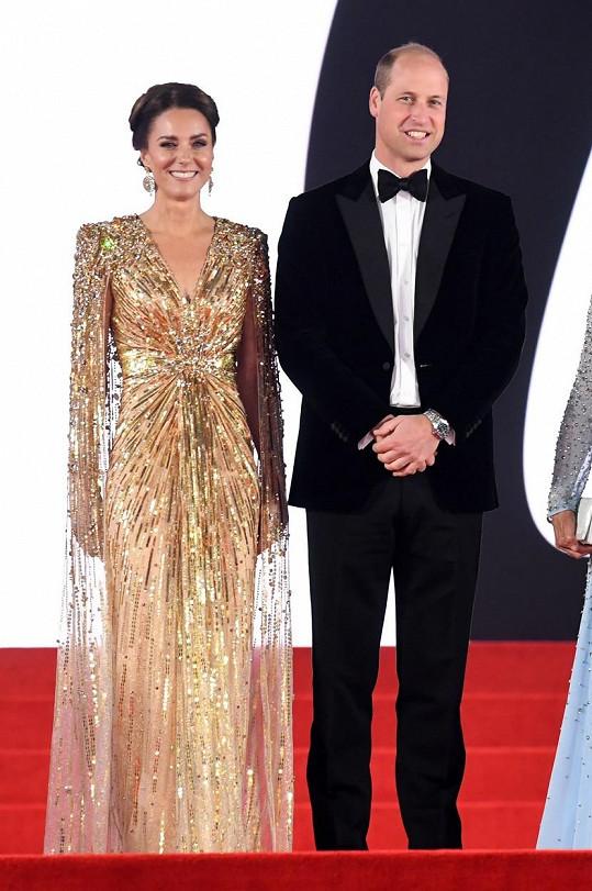 Vévoda a vévodkyně z Cambridge byli na premiéře Bonda za hvězdy.