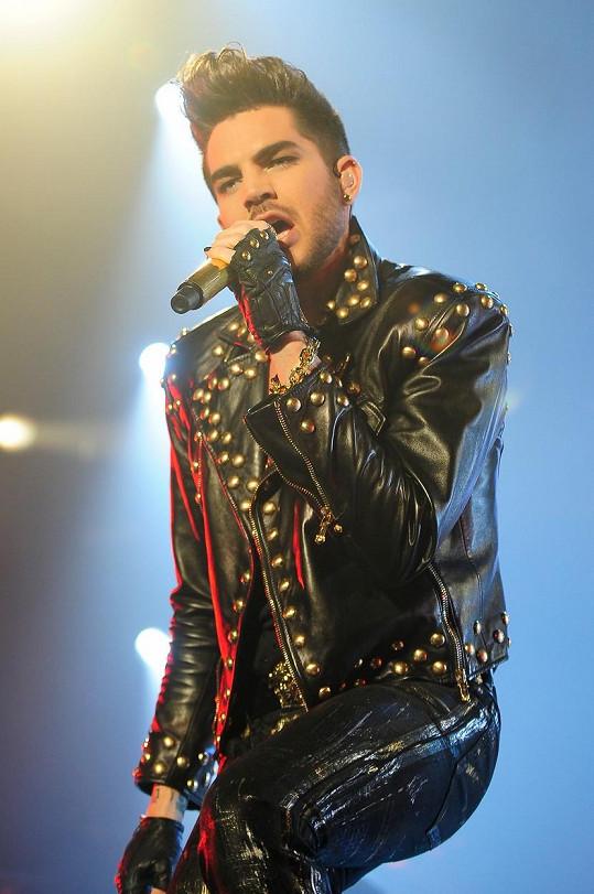 Adam Lambert se už homosexualitou netají.