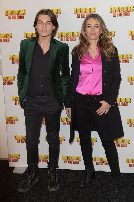 Společníkem na dovolených i na různých akcích Hurley často bývá její patnáctiletý syn Damian.