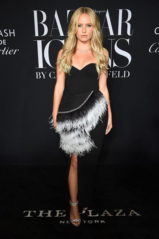 Lee Brinkley-Cook je nejmladší dcerou Christie a vydala se stejnou cestou jako maminka, je z ní modelka.