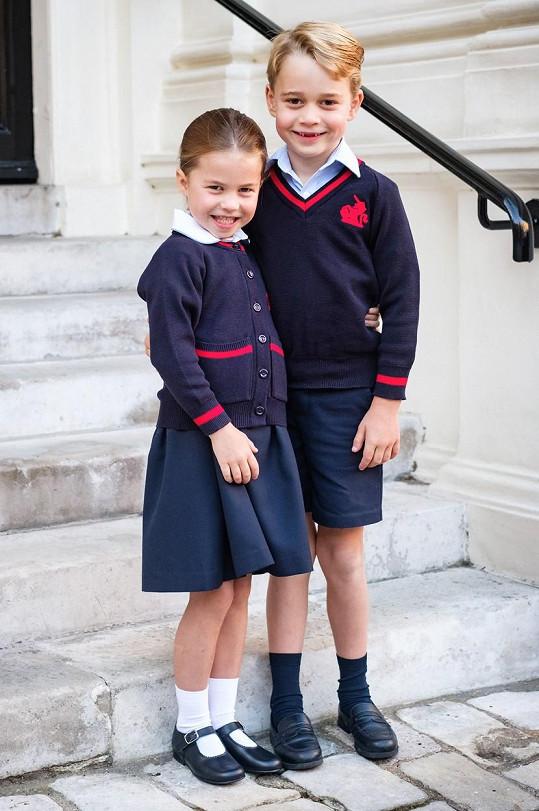 Charlotte a George podle informací britských médií s dětmi do kontaktu nepřišli.