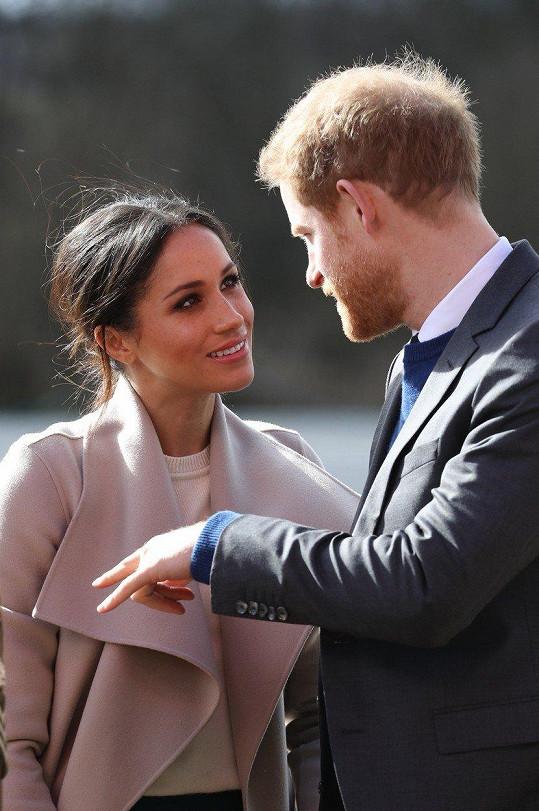 Oči má Meghan jen pro prince Harryho.