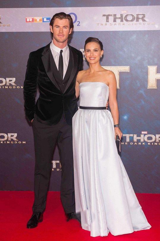 Natalie Portman si zahrála po boku Chrise Hemswortha ve filmu Thor:Temný svět v roce 2013.