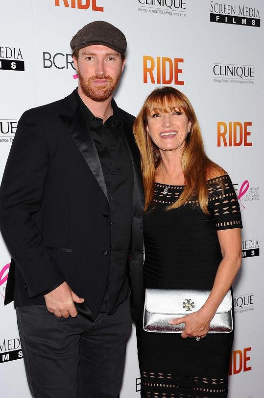 Herečku doprovodil její syn Sean.