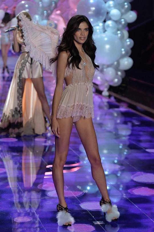 Sara na přehlídce Victoria's Secret