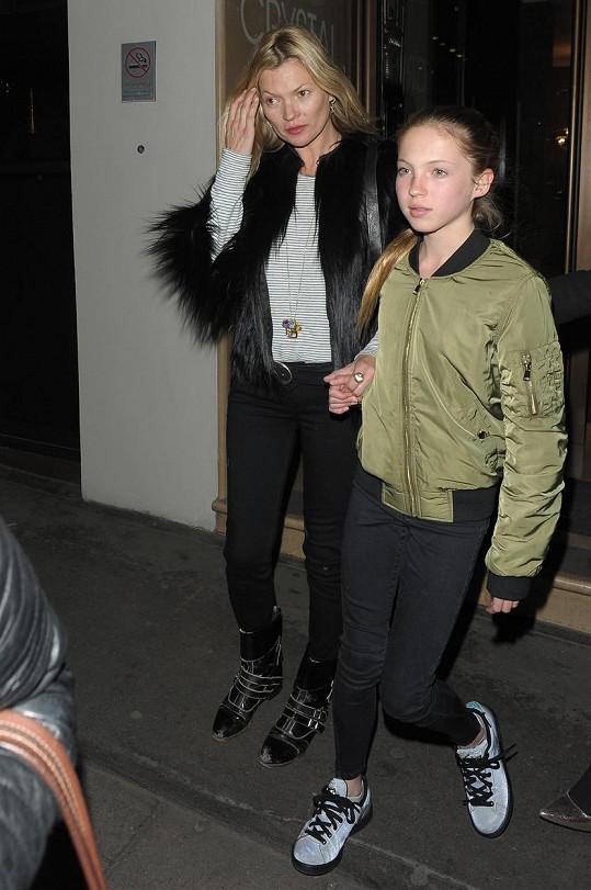Kate Moss vzala do kina dceru Lilu Grace