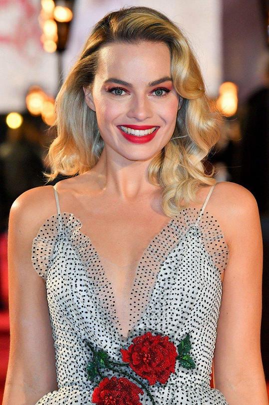 Margot Robbie vypadala na premiéře filmu Marie, královna skotská božsky.