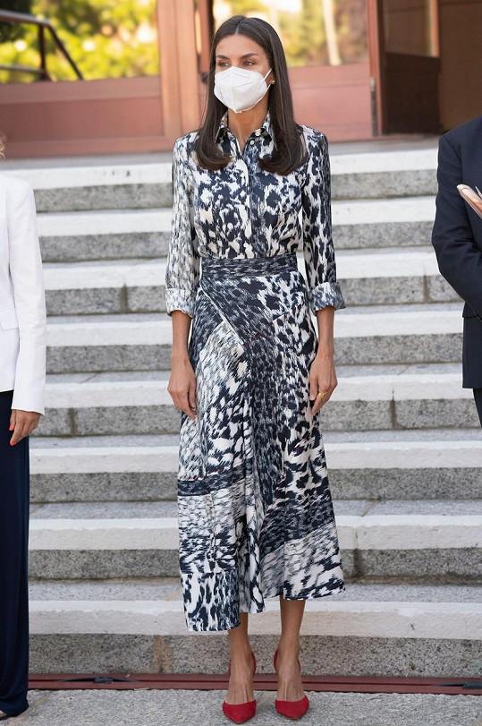 Královna Letizia oblékla model od Victorie Beckham.