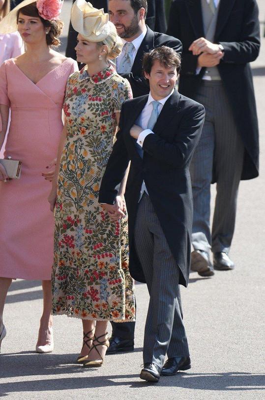 Gabriela Peacock přišla společně se zpěvákem Jamesem Bluntem a jeho manželkou.