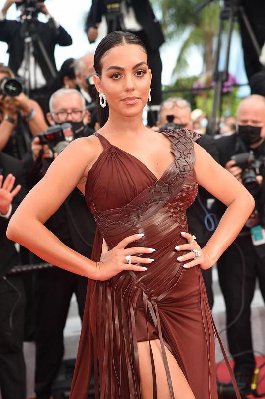Takhle nedávno oslnila v Cannes.