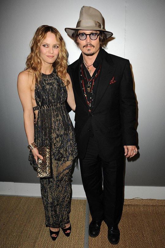 Vanessa Paradis se za 14 let snubního prstenu od Johnnyho Deppa nedočkala.