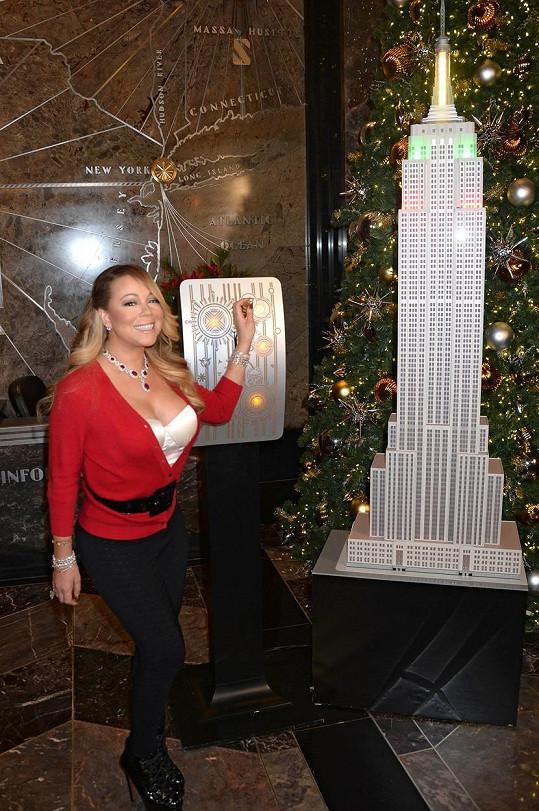 Mariah měla za úkol rozsvítit vánoční osvětlení na Empire State Building.
